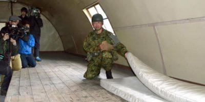 Un soldado lo descubrió e inmediatamente le ofreció de comer Foto:AP