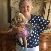 Como Raegan quien luce muy feliz con su nueva muñeca. Foto:Facebook.com/AStepAheadProsthetics