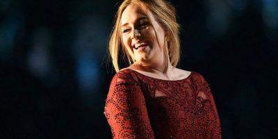 """Adele hace homenaje a las """"Spice Girls"""" durante concierto"""