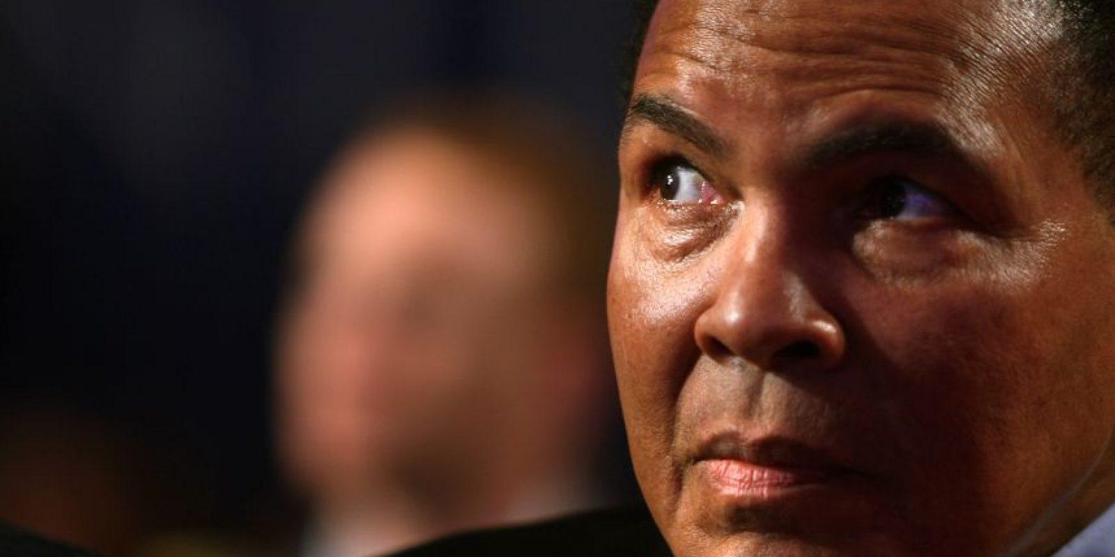 7) Lucha contra el ParkinsonAli fue diagnosticado con el síndrome de Parkinson en 1984, a la edad de 42. Comenzó a mostrar síntomas de la enfermedad poco después de retirarse del ring de boxeo en 1981. Esta enfermedad llevó a una disminución gradual en la salud de Ali, a pesar de que todavía estaba activo y era visto en eventos como las inauguraciones de 1996 de los Juegos Olímpicos de Atlanta y de los Juegos Olímpicos en Londres de 2012. Después de ser diagnosticado con la enfermedad, el exboxeador abrió el Centro de Parkinson Muhammad Ali. Foto:Fuente Externa