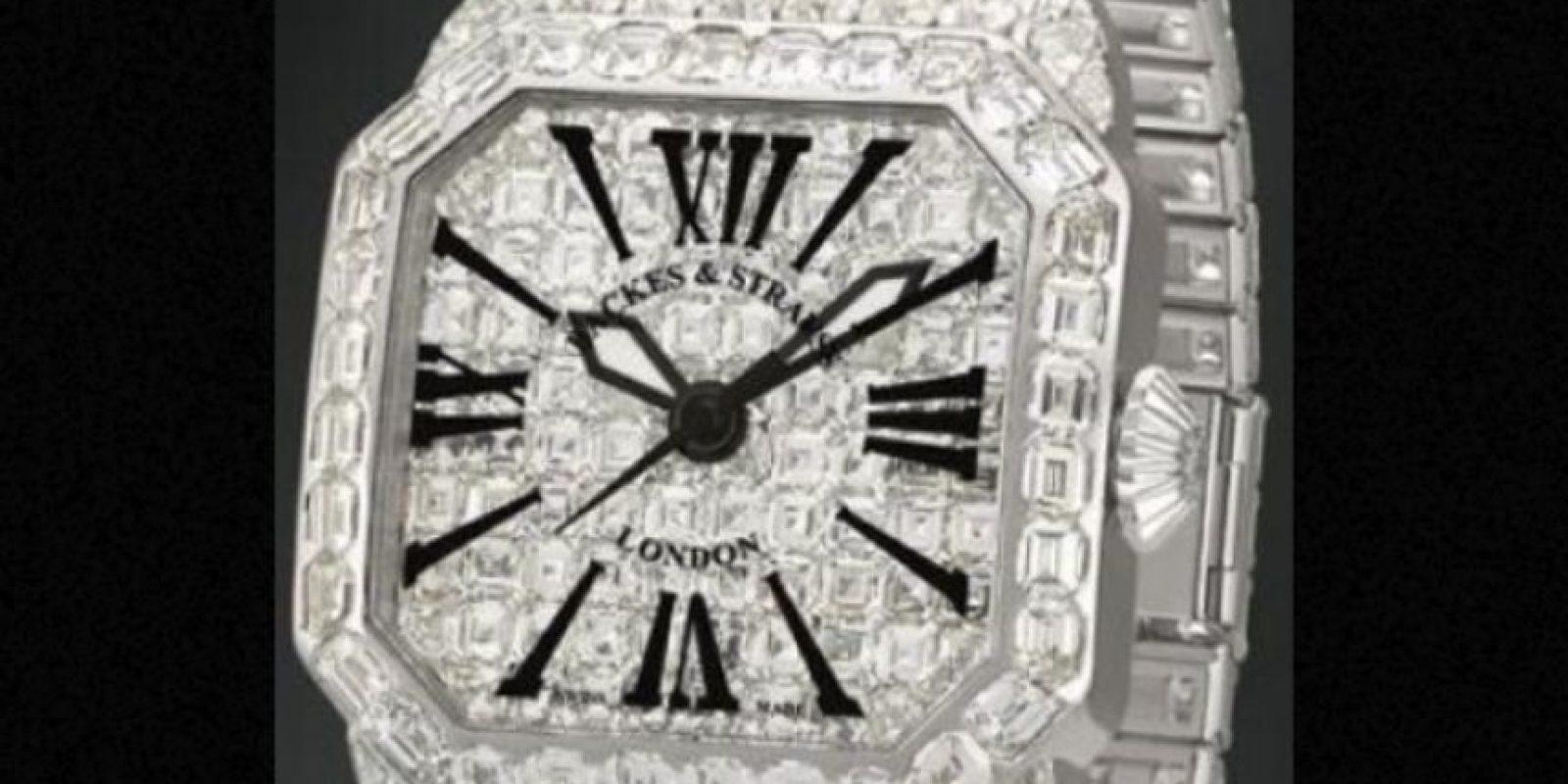Tenía relojes incrustados con diamantes. Foto:vía Cartier
