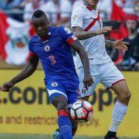 La débil selección de Haití dejó una buena impresión en su debut y parecía sacar un empate ante Perú, pero los incaicos vencieron sobre el final Foto:Getty Images