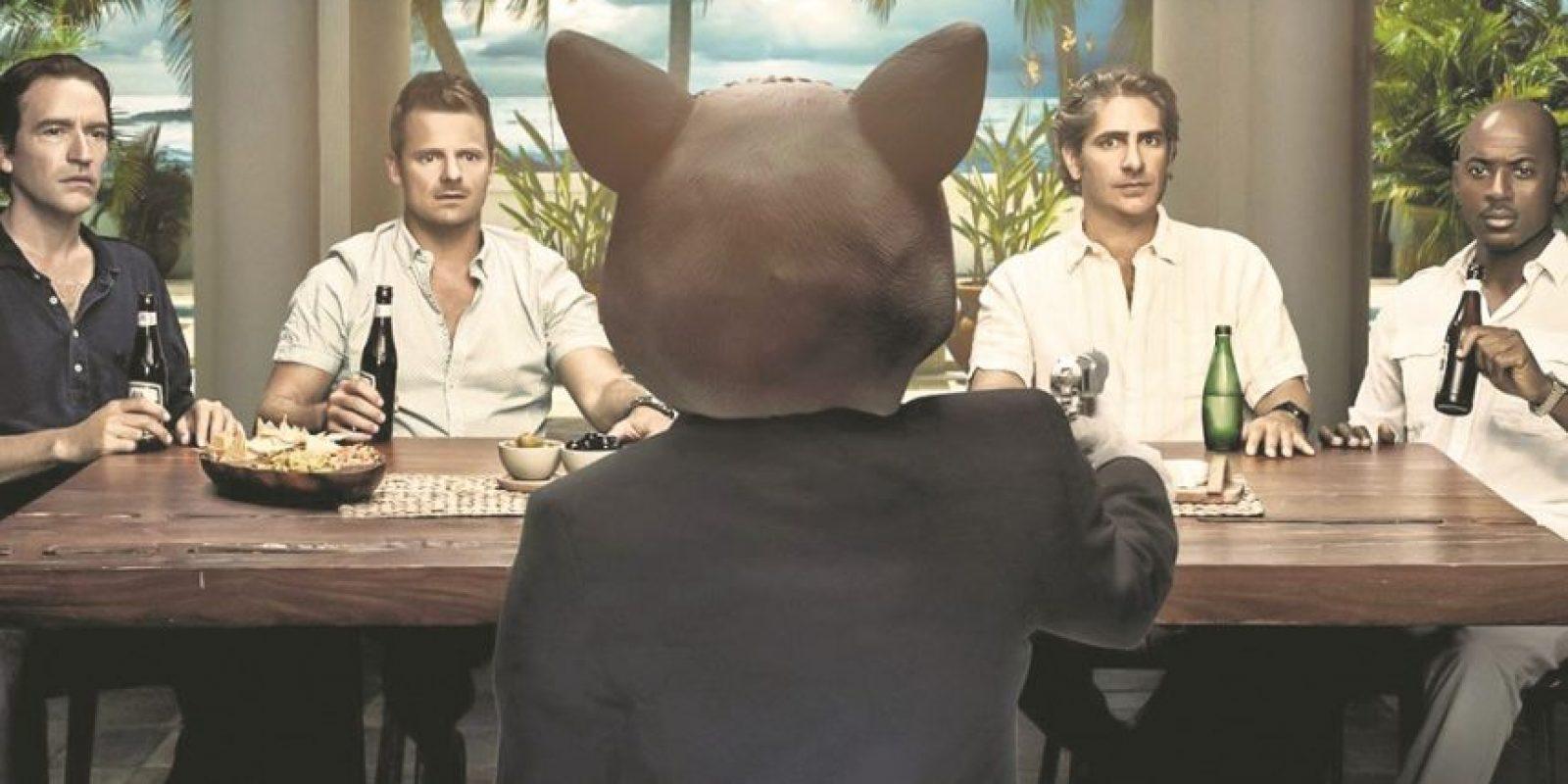 """8- """"Mad Dogs"""". Comedia negra con toques de thriller psicológico creada por Cris Cole. Gira en torno a cuatro amigos que viajan a Belice para visitar a un compañero en común, Milo, quien se va a jubilar. Cuando este es asesinado por un hombre con máscara de gato, los amigos se verán envueltos en un mundo de crimen y corrupción. Se estrenó el 29 de mayo por AMC. Foto:Fuente externa"""