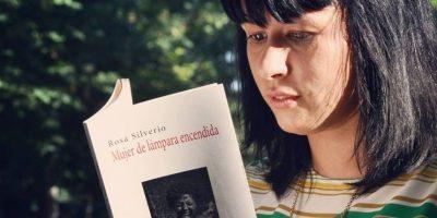 """Marielys Duluc Reyna y su libro """"Cangrejos Antillanos"""" Foto:Fuente externa"""