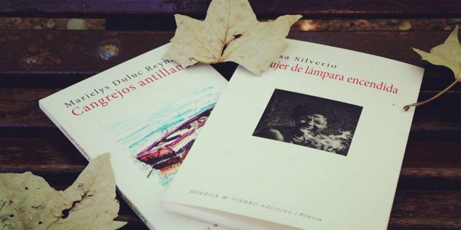 Portadas de los libros Cangrejos Antillanos y Mujer de lámpara encendida. Foto:Fuente externa