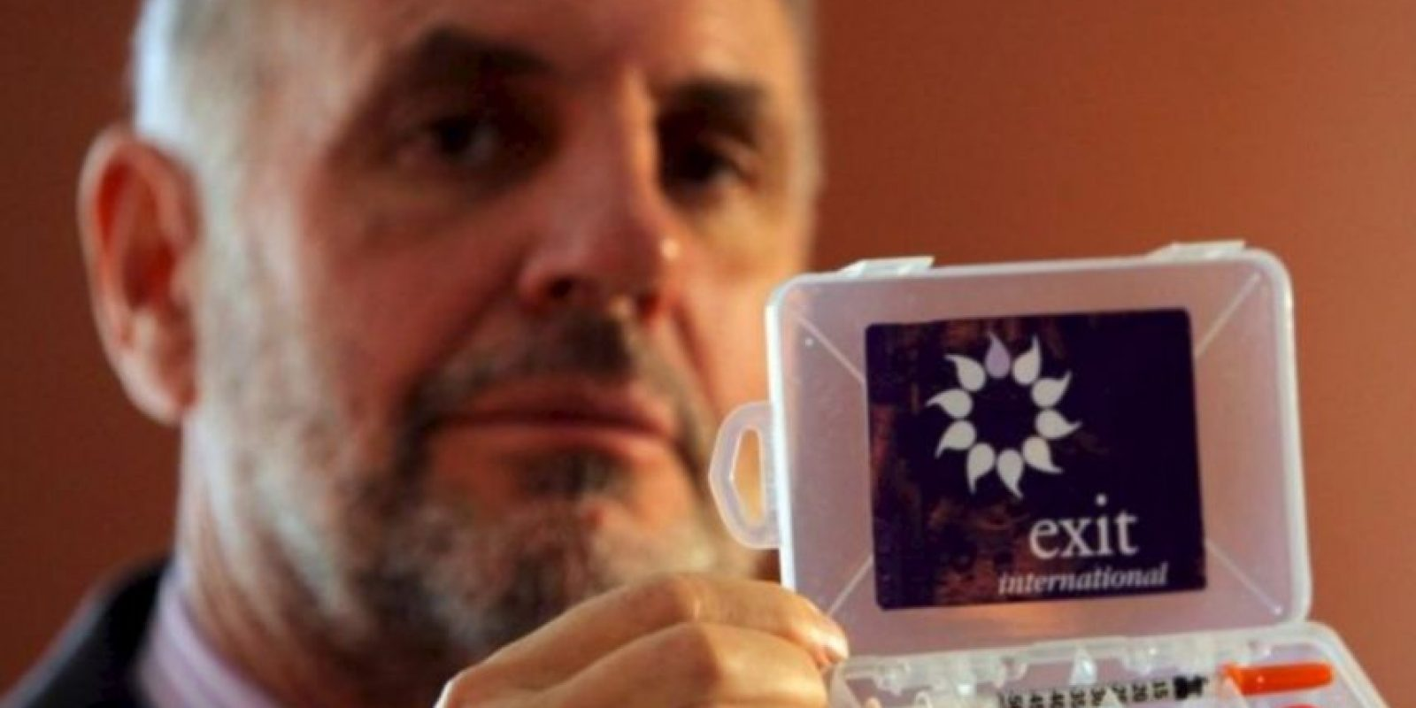 Ingirió un cóctel de somníferos y las imágenes fueron televisadas por la cadena Sky Television como parte de un documental Foto:Getty Images