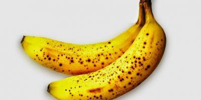 El guineo. Es una fruta rica en potasio, ayuda a regular el sodio en el cuerpo, evitando la retención de líquidos. Comer uno por día en las mañanas permitirá quemar calorías. Foto:Fuente externa