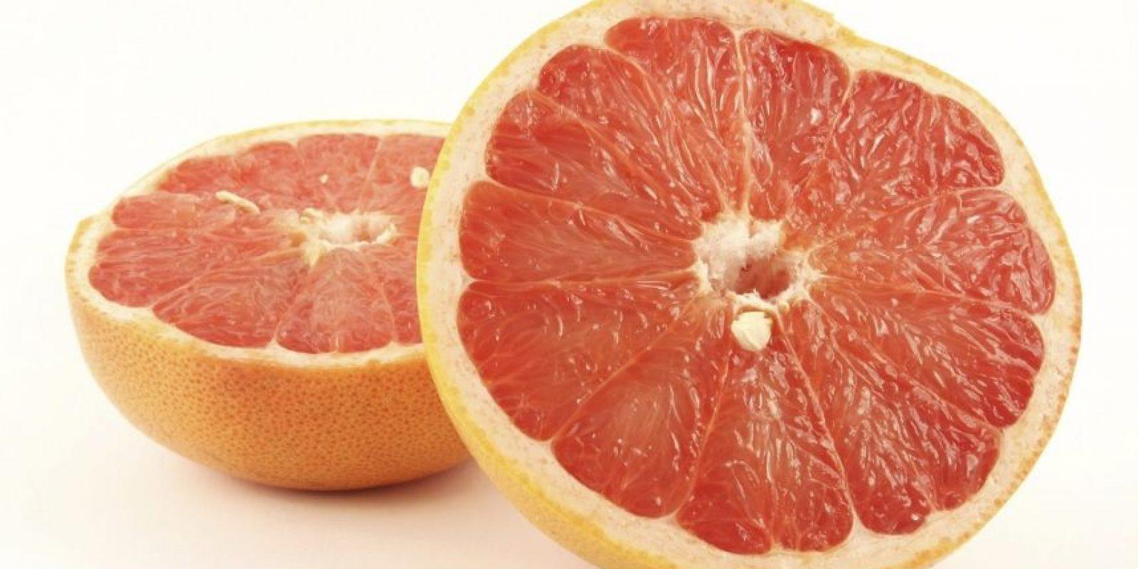 Toronja. Rica en nutrientes y vitaminas, una fruta muy popular en las dietas de adelgazamiento por su poder diurético, es una buena fuente de fibra y antioxidante. Foto:Fuente externa