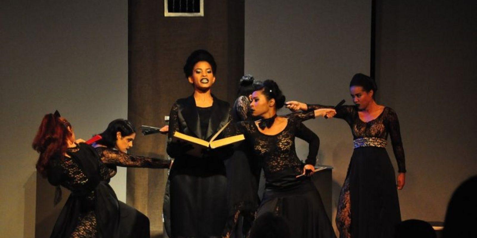 Teatro Maleducadas, escena de la representación dominicana del FITE. Foto:Fuente externa