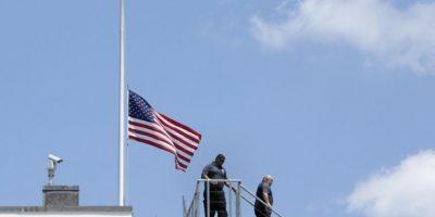 El presidente Barack Obama ordenó que las banderas deben estar a media asta Foto:AFP