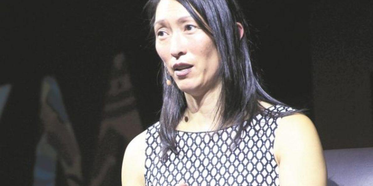 "Denise Lee Yohn: ""Aprende a enamorar a tus clientes"""