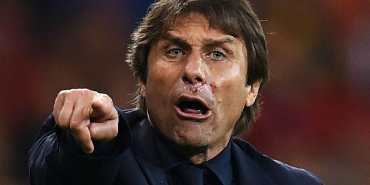 Conte terminó sangrando en la celebración del primer gol italiano