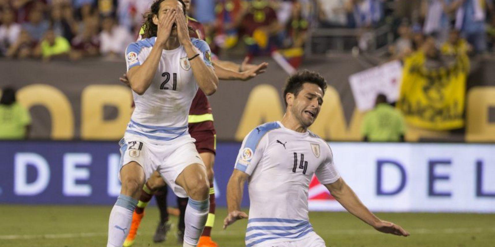 Los charrúas cayeron con Venezuela en la segunda fecha y quedaron sin opciones de avanzar a cuartos de final. En la primera fecha tampoco les fue mejor y perdieron ante México por 3 a 1 Foto:Getty Images