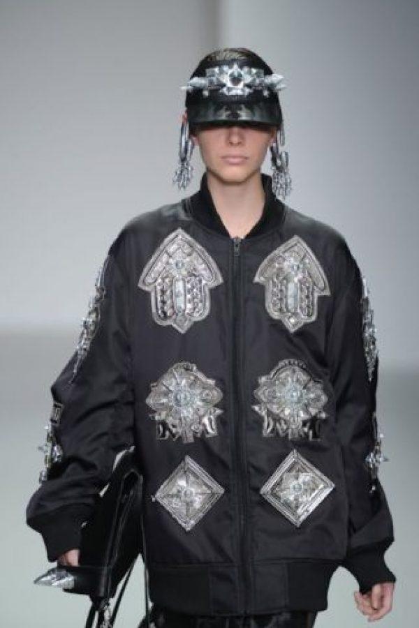"""3- Ghetto Goth (Brooklyn, Nueva York). Rihanna ha sido la que más ha popularizado este estilo desde 2013. Todos los elementos de esta estética, sobre todo los colores oscuros y la pesadez de sus ropas, se combinan con el estilo del hip hop a través de su vestimenta """"genderless"""". El concepto fue introducido por el DJ Venus X con la marca GHE20G0THIK a través de fiestas underground y con apoyo del diseñador de la marca """"Hood By Air"""", que le reclamó por toda su apropiación de esta estética. Ella la dejó ese mismo año, pero esta ya se hizo popular en redes sociales como Tumblr. Foto:Fuente externa"""