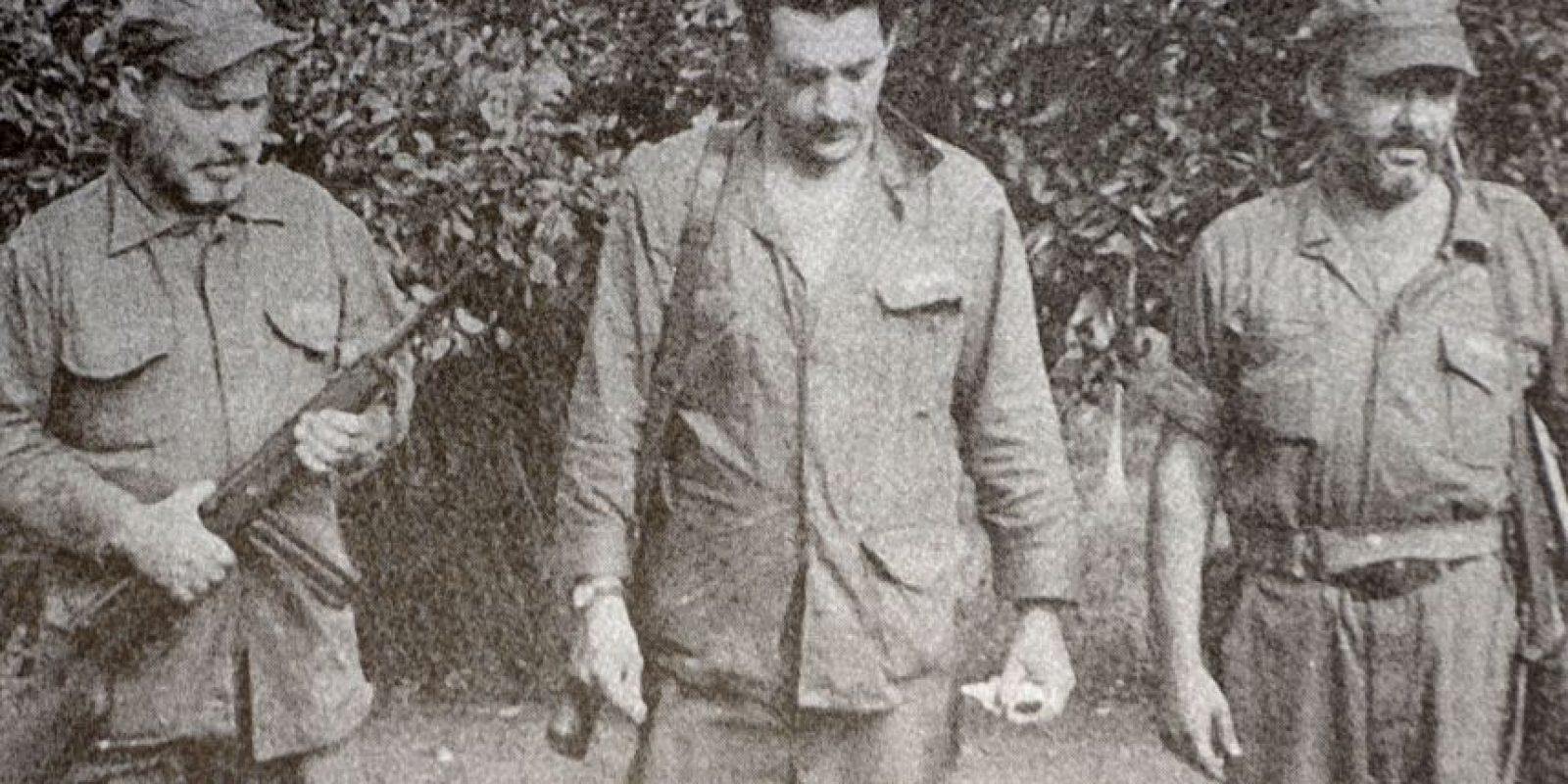 Parte de los expedicionarios mientras se entrenaban en Cuba. De izquierda a derecha, Virgilio Mainardi, José Luis Calleja Ochoa y Silín Mainardi. Foto:Fotos cortesía