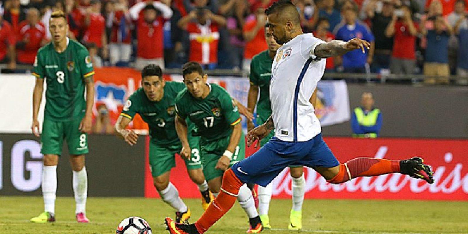 Arturo Vidal convirtió desde los doce pasos y le dio la victoria a Chile, que los tiene dependiendo de sí mismos para avanzar Foto:Getty Images