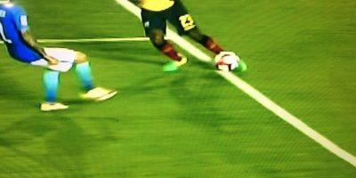 Las imágenes dejaron claro que el centro que se coló a gol estaba mal invalidado Foto:Captura de pantalla
