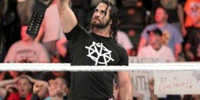 WWE: Seth Rollins aplicó una llave prohibida a AJ Styles