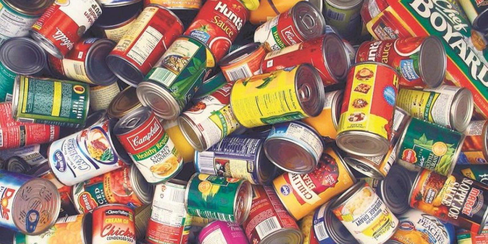Abastecimiento de alimento. Es importante la alimentación, ya que no sabe cuánto tiempo tardarán las lluvias o si los suplidores de alimentos estarán abiertos o disponibles.• Agua embotellada. Se recomienda 1 galón por persona por día.• Alimentos que no se echan a perder. Comidas enlatadas, un abridor de latas, sopas enlatadas, leche enlatada, bebidas en polvo o envasadas individuales, cereales y galletitas.• Platos y vasos. Los utensilios desechables pueden ser útiles, principalemente ante la escases de agua para la limpieza. Foto:Fuente externa