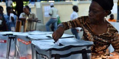"""4- Haití necesita de la OEA para las próximas elecciones del 9 de octubre. Aunque el tema haitiano, según el titular de la OEA, no estaba en la agenda de la Asamblea General, salió a flote. El secretario de Estado de Estados Unidos, John Kerry, lo puso en el tapete tras afirmar que """"ha llegado el momento de que el país avance sin demoras"""".El próximo 6 de octubre, el país vecino escogerá al presidente que durante cuatro años tomará las riendas de esta nación en crisis. El canciller haitiano, Pierrot Delienne, pidió ayuda a la OEA para la realización de los comicios. """"Le rogamos que nos asistan otra vez para desarrollar nuestras elecciones"""", expresó. Foto:Fuente externa"""