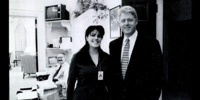 """Para algunos de los asistentes, las palabras del mandatario hicieron eco del """"escándalo Lewinsky"""", cuando la becaria Monica Lewinsky se le juzgó muy mal por mantener una relación extramarital con el entonces presidente Bill Clinton, pero el mandatario salió bien librado. Foto:Getty Images"""