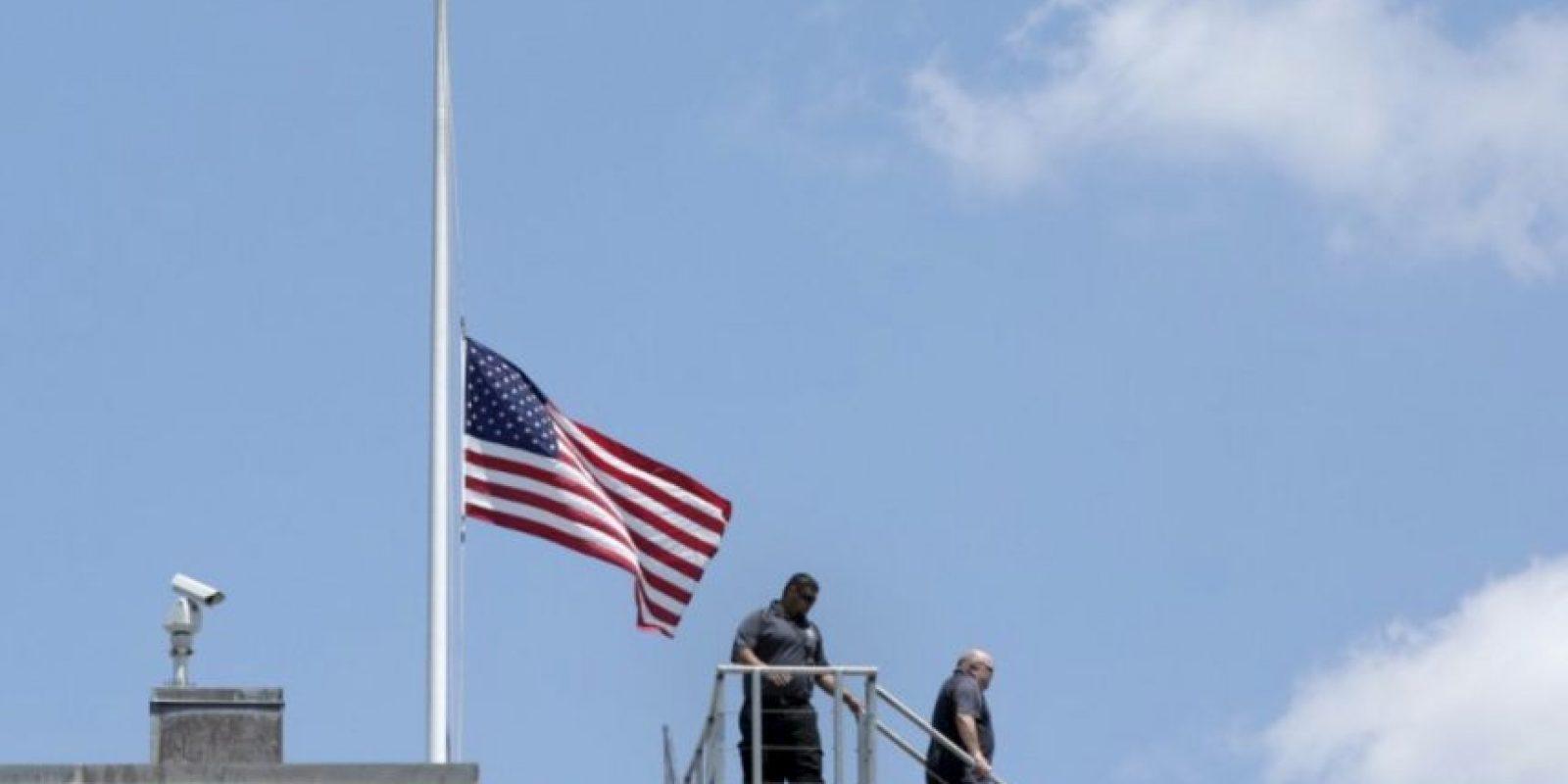 Las banderas están a media asta desde la masacre de Orlando. Foto:AFP