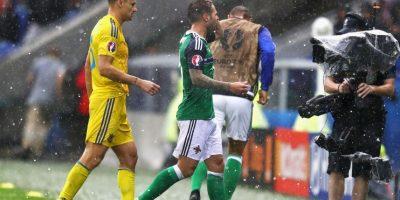 Las fuertes granizadas en el Stade de Lyon obligaron a detener el partido por dos minutos Foto:Getty Images
