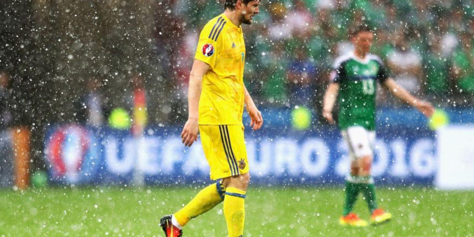 Luego que paró la lluvia, el partido se reanudó Foto:Getty Images