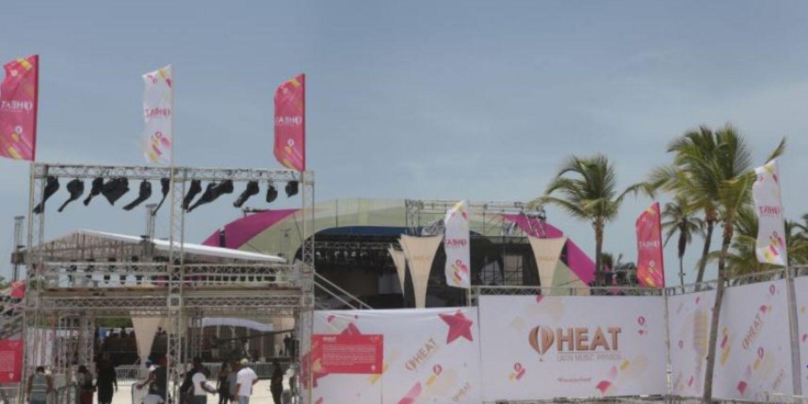 Entrada al escenario de los Premios Heat Foto:Roberto Guzmán