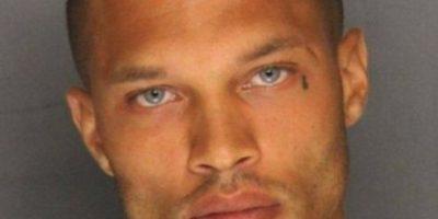 """El """"criminal más sexy"""" muestra su torso tatuado en redes sociales"""