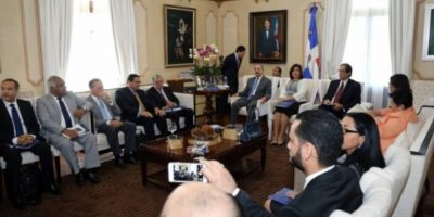 El presidente Medina recibe plan ejecución de Programa República Digital