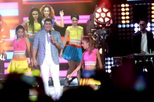 Eddy Herrera sustituyó en el escenario a la cantante puertorriqueña Olga Tañón/Roberto Guzmán