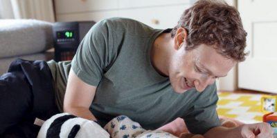 Mark Zuckerberg con su pequeña Max. Foto:Facebook Mark Zuckerberg