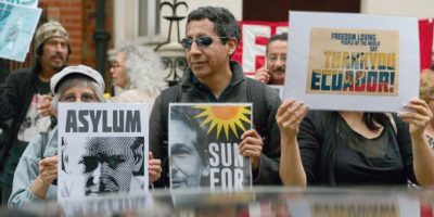 Assange cumple cuatro años en asilo político