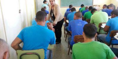 Un total de 398 privados libertad reciben las pruebas nacionales de 8º grado