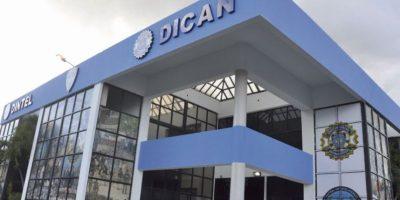 Los agentes del DICAN que robaron 1,200 kilos de cocaína luego de encautarlos Foto:Fuente Externa