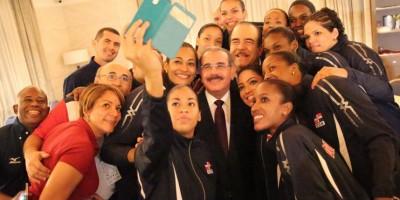 Danilo Medina felicita a la selección de voleibol femenino