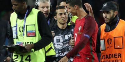 Luego de la fotografía, el hincha se emocionó hasta las lágrimas por el gesto de Cristiano Ronaldo Foto:AFP
