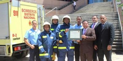 Bomberos de Santo Domingo certifican a Acrópolis Center