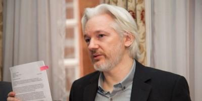 """Ecuador tratará de zanjar """"detención arbitraria"""" de Julian Assange"""
