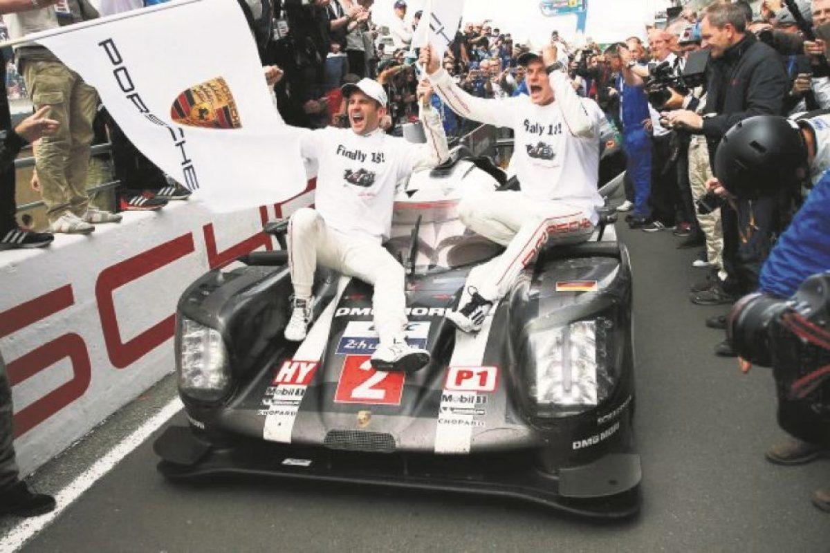 3- 24 horas de LeMans: Porsche gana esta emblemática carrera del automovilismo. Se mantuvieron firmes, y el equipo de Toyota falló en los últimos tres minutos. ¿Qué nos confirma? Que todo puede cambiar en un abrir y cerrar de ojos. Que la carrera no ha concluido hasta que cruzas la meta. Foto:Fuente externa