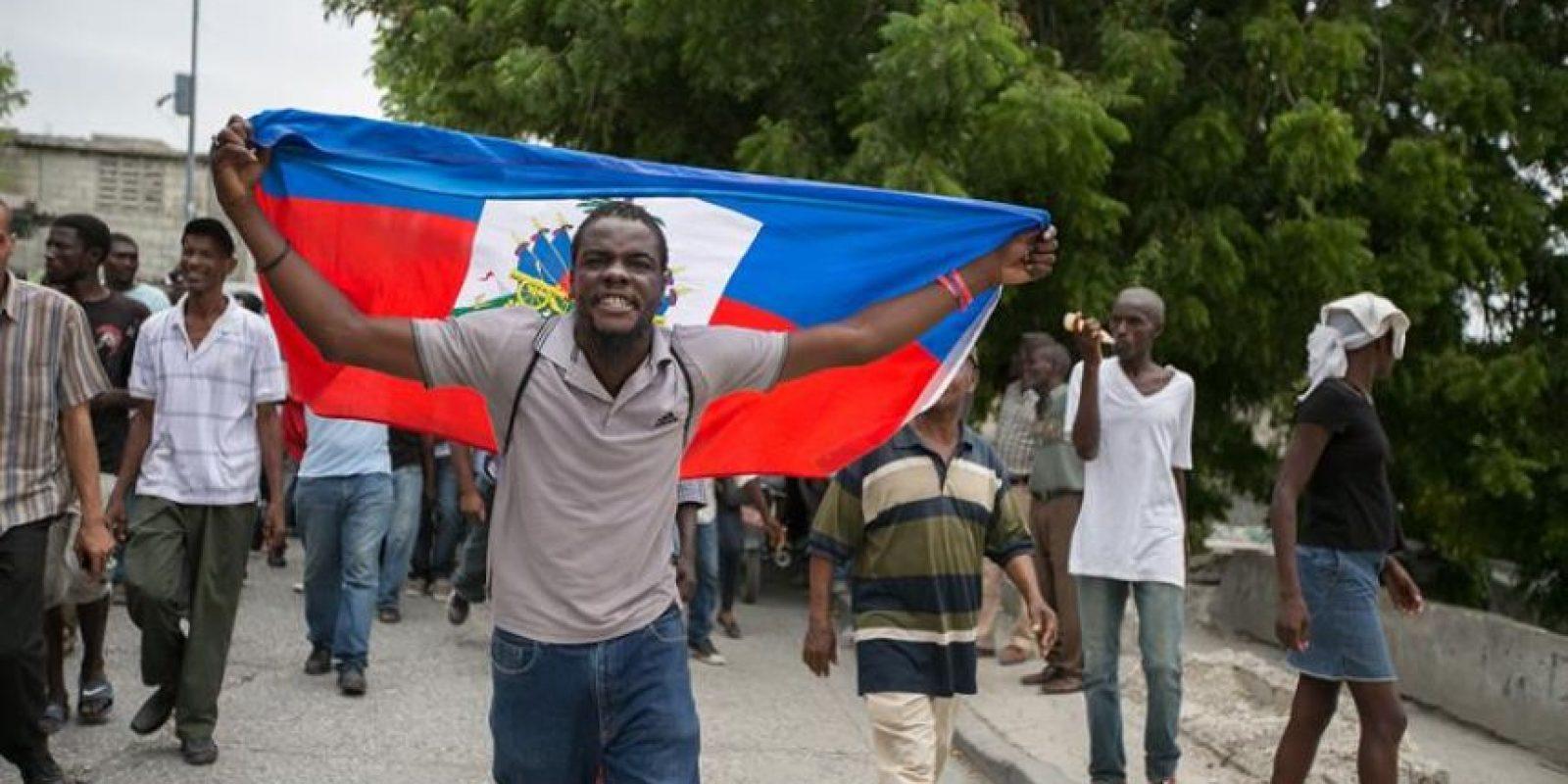 Manifestantes marchan para pedir la continuidad del presidente Jocelerme Privert Foto:EFE