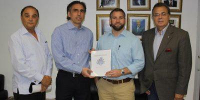 Escogido entrega al Licey presidencia del patronato estadio Quisqueya
