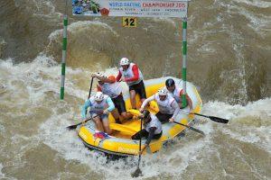 Se dice que el único contacto que tuvo con el agua del lugar fue cuando la balsa en la que practicaba kayac se volteó Foto:Getty Images