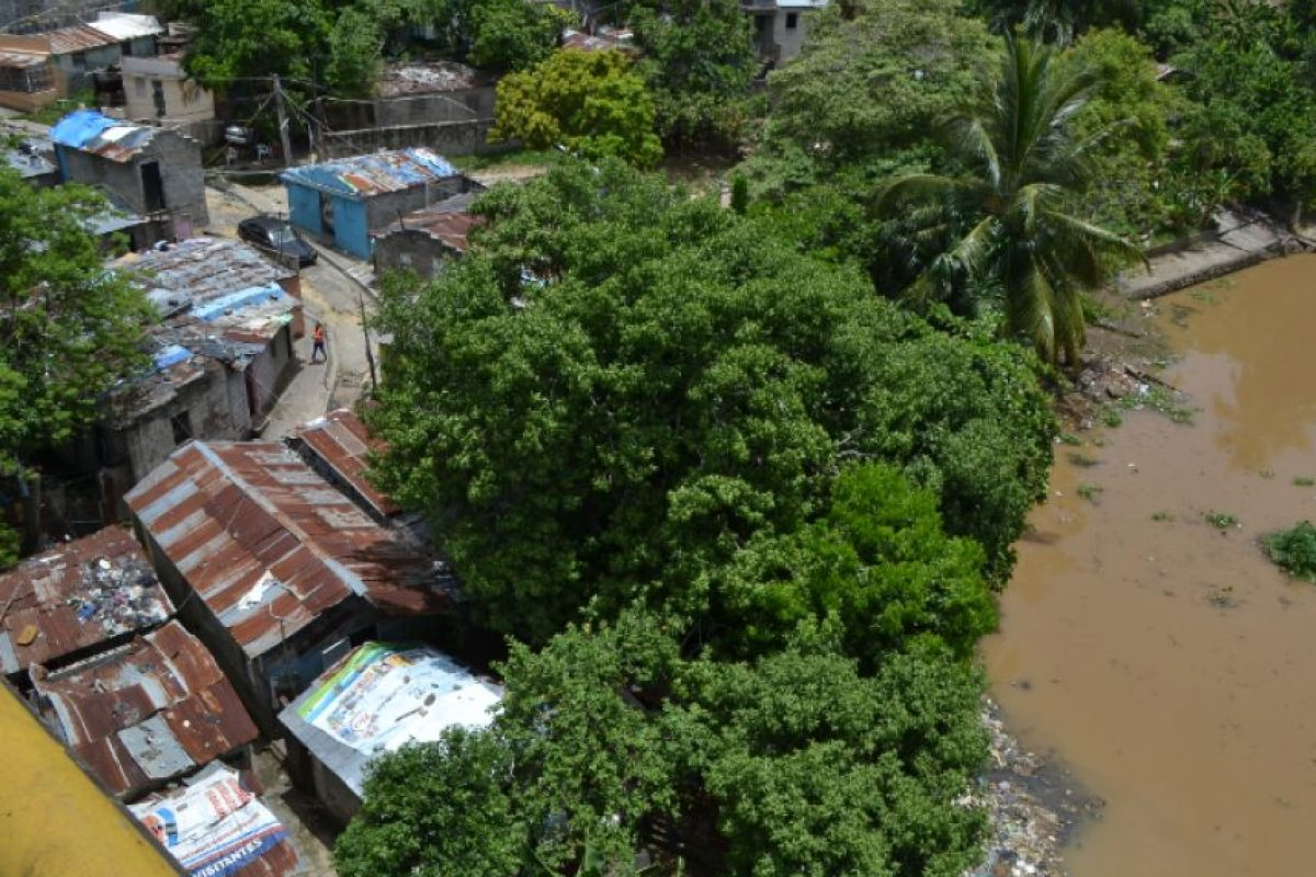 Residentes en la Barquita Norte, a orilla del río Ozama, denuncian que el Gobierno no los ha tomado en cuenta para la reubicación hacia La Nueva Barquita. Foto:Mario de Peña