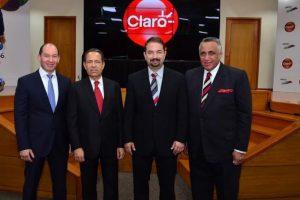 Ejecutivos de Claro y del Comité Olímpico Dominicano Foto:Fuente Externa