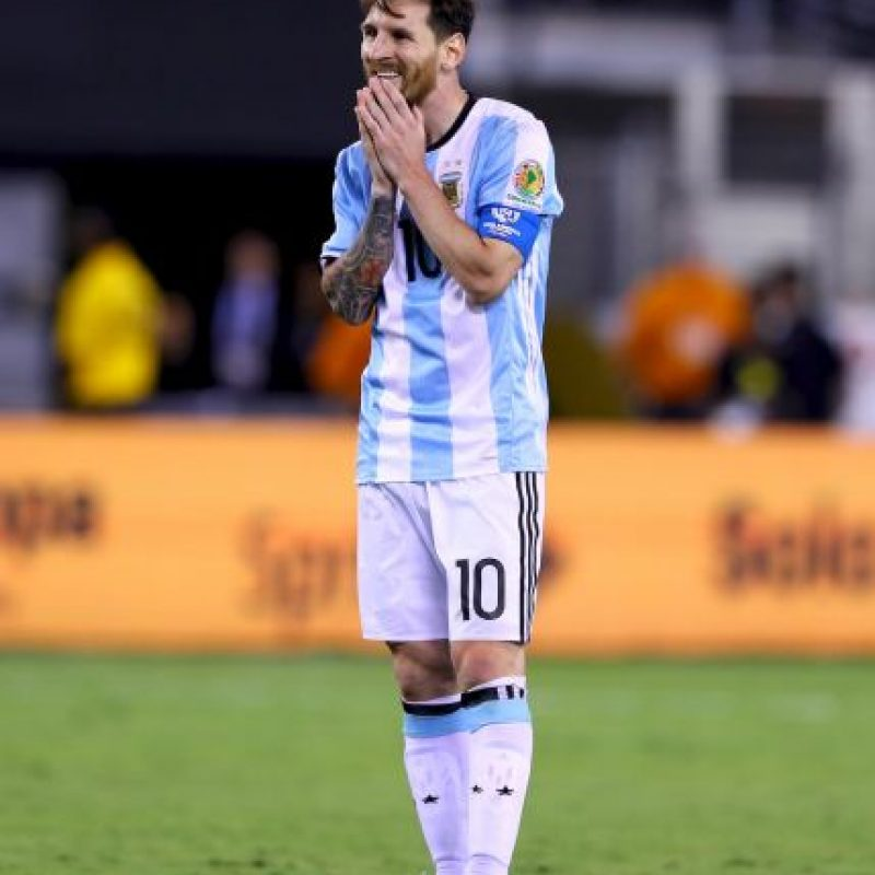 Las tristes imágenes de Lionel Messi después de perder la final de la Copa América Centenario Foto:Getty Images