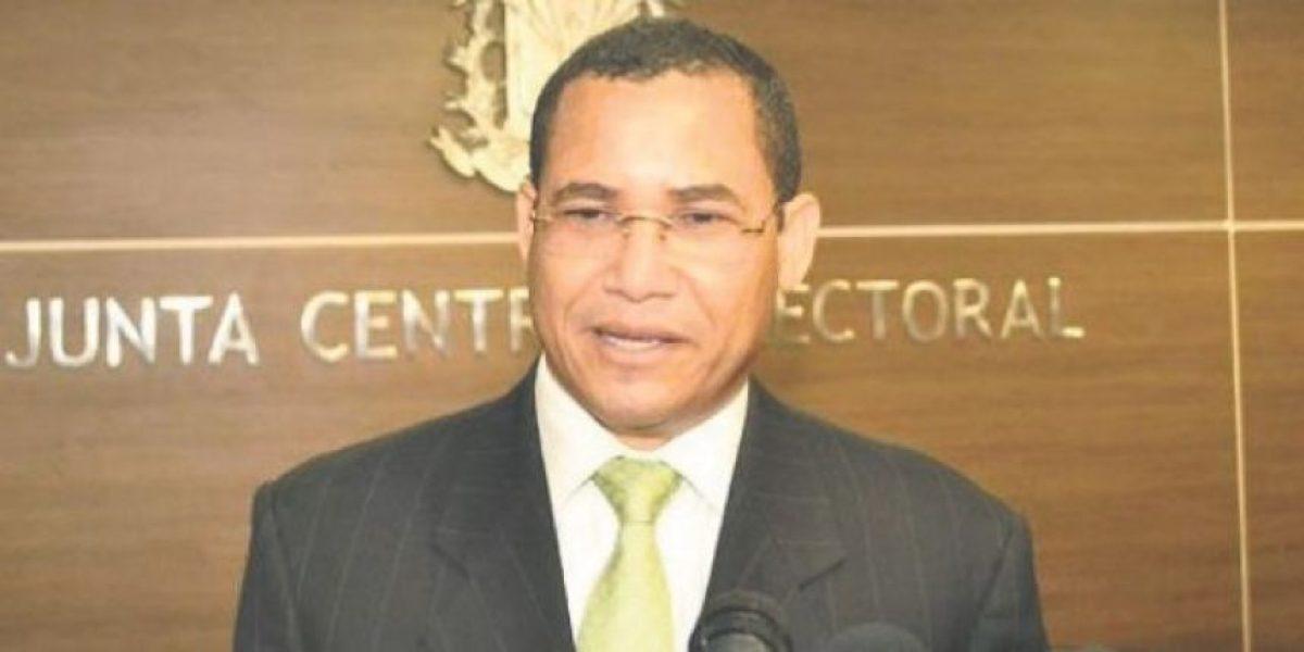 Eddy Olivares pide entreguen informe integral sobre fallas en conteo elecrónico