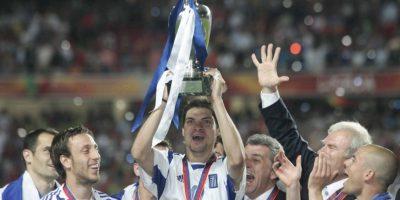 Grecia fue la gran cenicienta de la Eurocopa 2004 y venció a Portugal en su propia casa para quitarle el título Foto:Getty Images