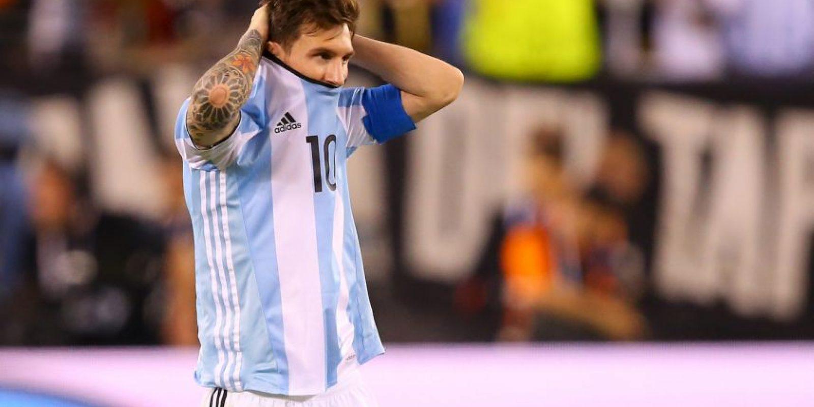 Los trasandinos cayeron por segundo año consecutivo ante Chile y en penales. Lionel Messi fue uno de los que falló Foto:Captura de pantalla